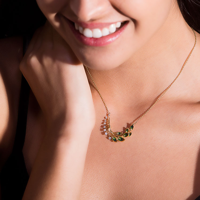 6bb4c2c4b0610 Royalty Peacock Diamond Necklace Jewellery India Online - CaratLane.com