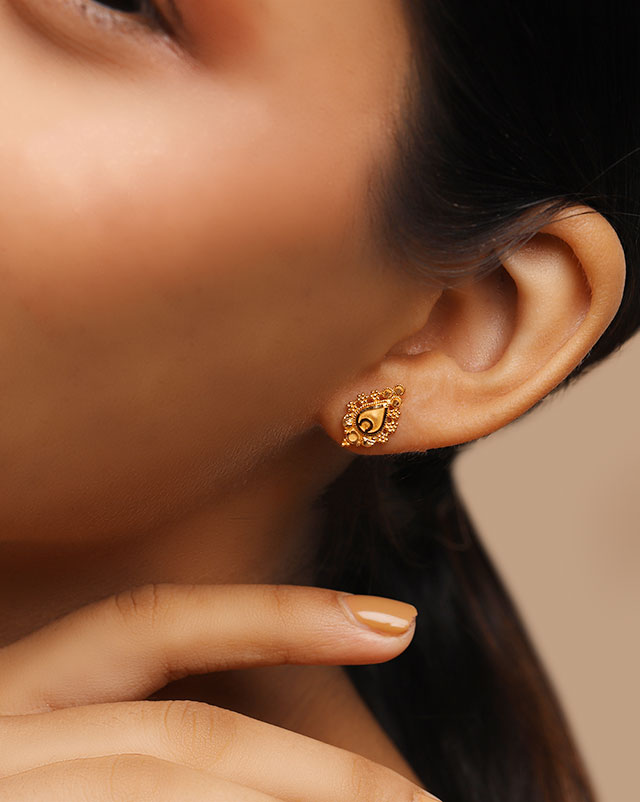 Urmi 22Kt Gold Stud Earrings