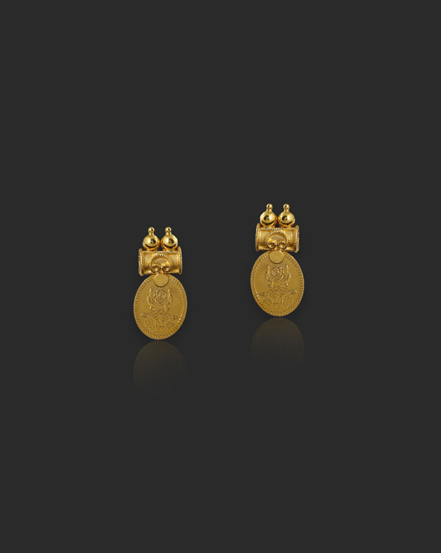 Yashika 22Kt Gold Stud Earrings