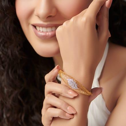 Wild Rhea Leaf Bracelet Jewellery India line CaratLane