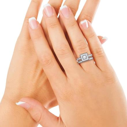 Gleam Solitaire Ring