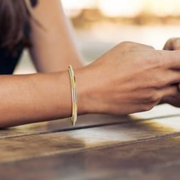 Seam Texture Gold Bangle