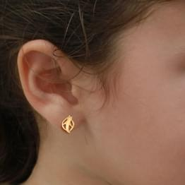 Cutleaf Gold Stud Earrings